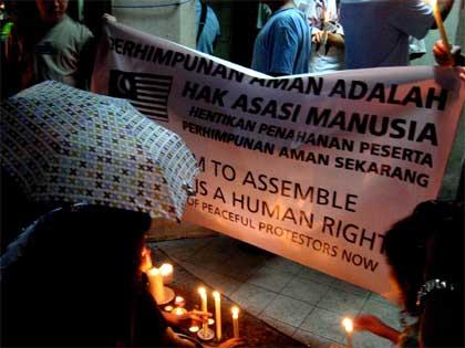 candlelight vigil 13 Dec 07